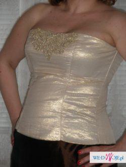 Złoty gorset i  brązowa spódnica