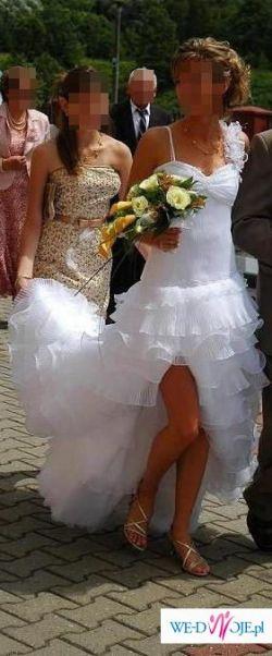 Zmysłowa, oryginalna suknia z odważnym rozcięciem dla nowoczesnej Panny Młodej.
