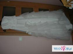 Zwiewna biała suknia dla wysokiej Panny Młodej