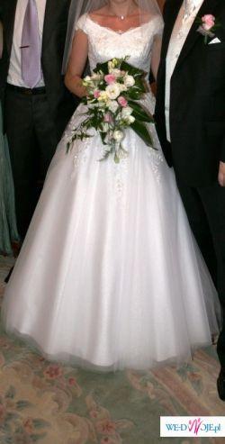 zwiewna i elegancka suknia ślubna