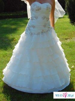 zwiewna suknia ślubna + dodatki
