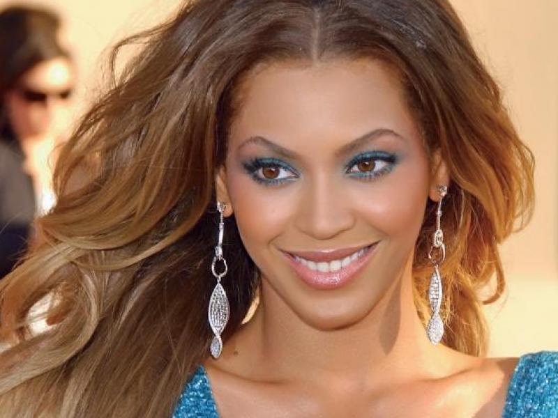 10 sposobów na włosy pełne blasku