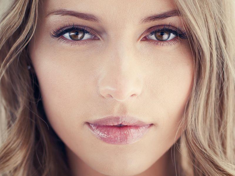 10 trików makijażystów, o których jeszcze nie słyszałaś!