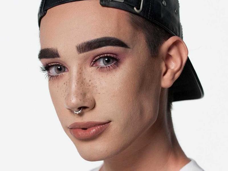 17-latek został twarzą marki makijażowej. To dramat, czy fantastyczna informacja?