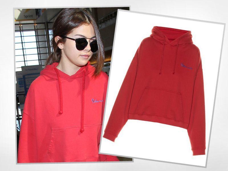 23-letnia Selena Gomez w modnej bluzie z kapturem