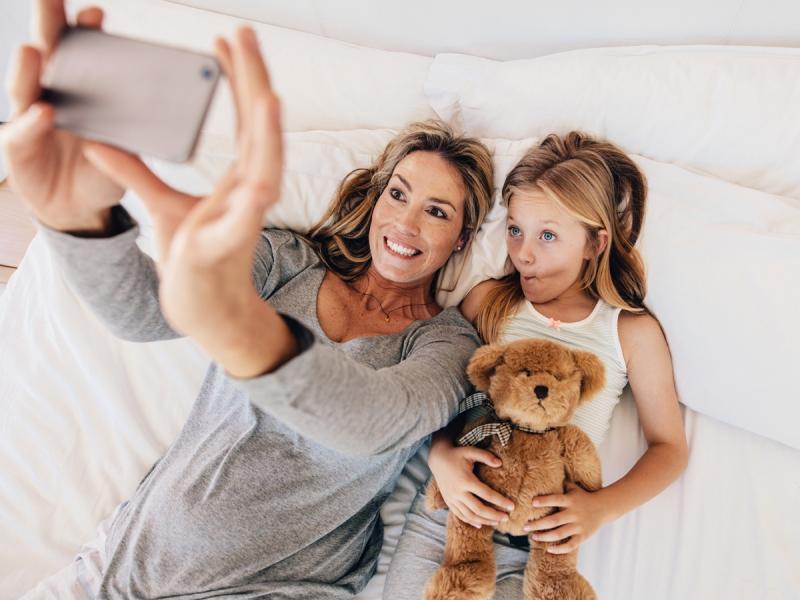 5 błyskawicznych trików urodowych dla zmęczonych i zapracowanych mam