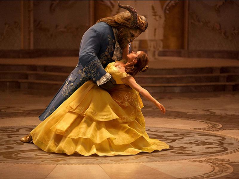 5 komedii romantycznych tego roku, których oglądanie to żaden wstyd