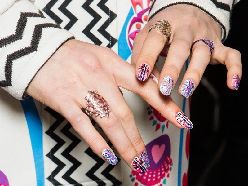 5 najmodniejszych wzorów na paznokciach. Wszystkie zrobisz sama w domowym zaciszu