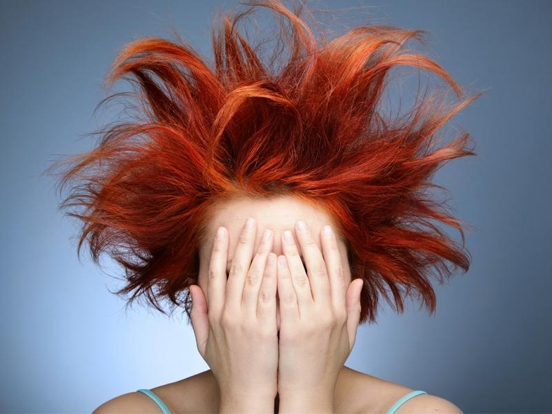 5 zabiegów które niszczą twoje włosy
