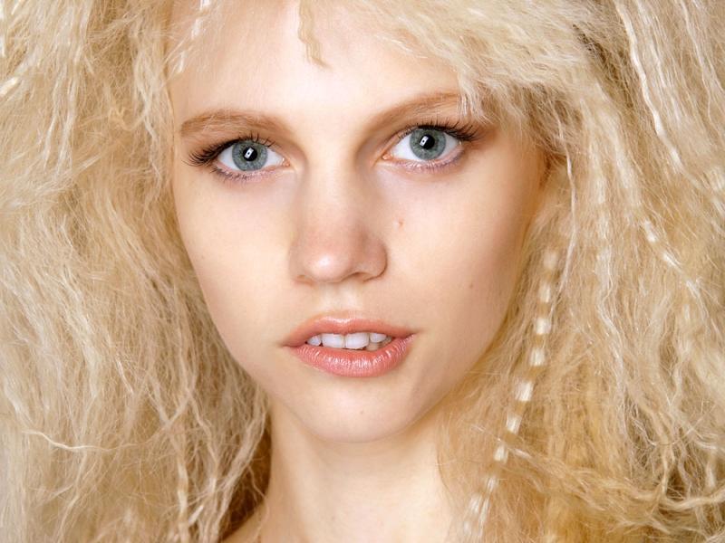 8 sposobów na puszące się włosy