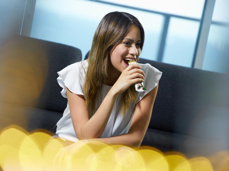 Batony proteinowe – wartościowa przekąska czy chwyt marketingowy?