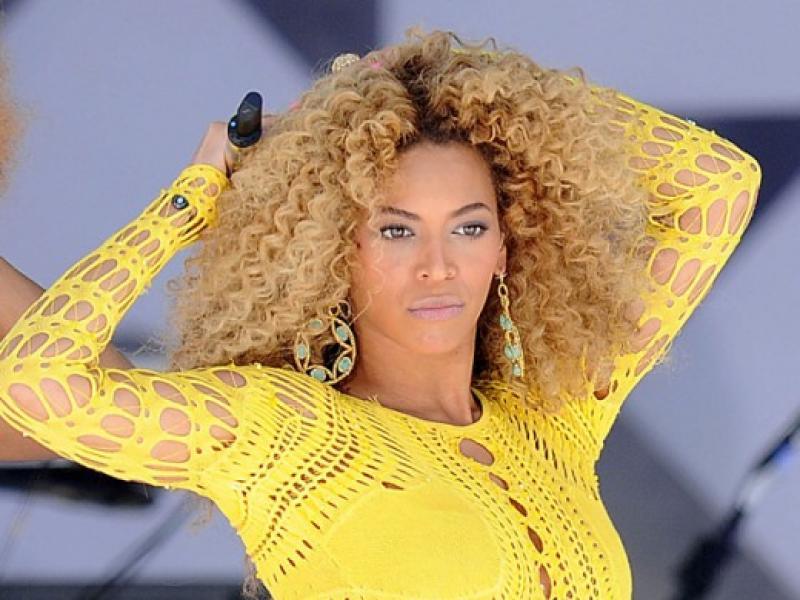 Beyonce w kreacjach Juliena Macdonalda