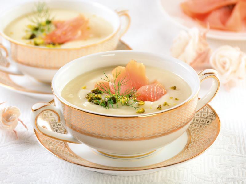Biała zupa krem z łososiem