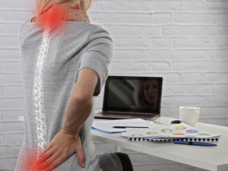 kobieta przd komputerem