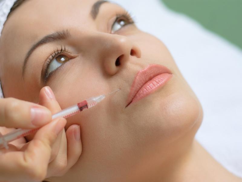 Botox – po co wstrzykuje się jad kiełbasiany?