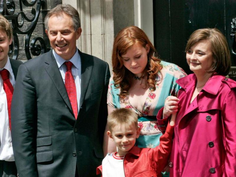 ONS_307138_Tony Blair, Cherie, Euan, Nicky, Kathryn, Leo.jpg