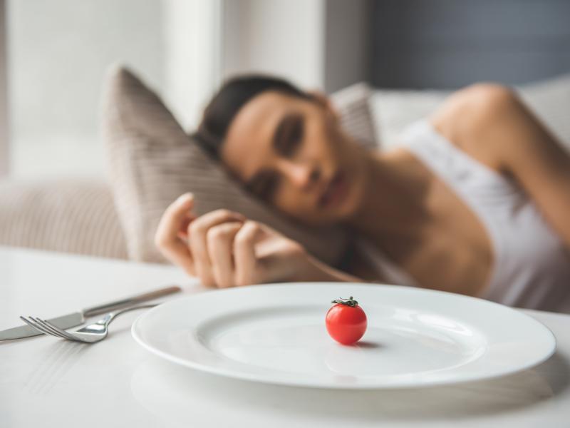 Chcesz jeść wszystko i chudnąć? Na diecie 5:2 dr Mosleya to możliwe!