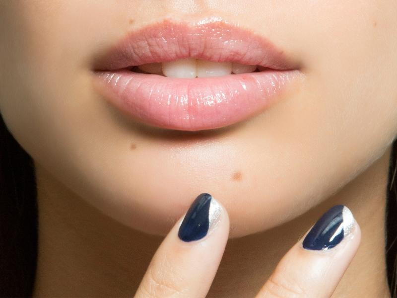 Chcesz mieć piękniejsze i pełniejsze usta? Sprawdź, co musisz wiedzieć o powiększaniu ust!