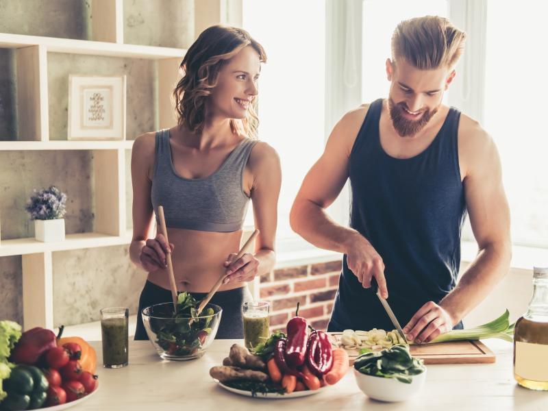 Chcesz szybciej wyrzeźbić ciało i schudnąć? Podpowiadamy, co jeść po treningu!