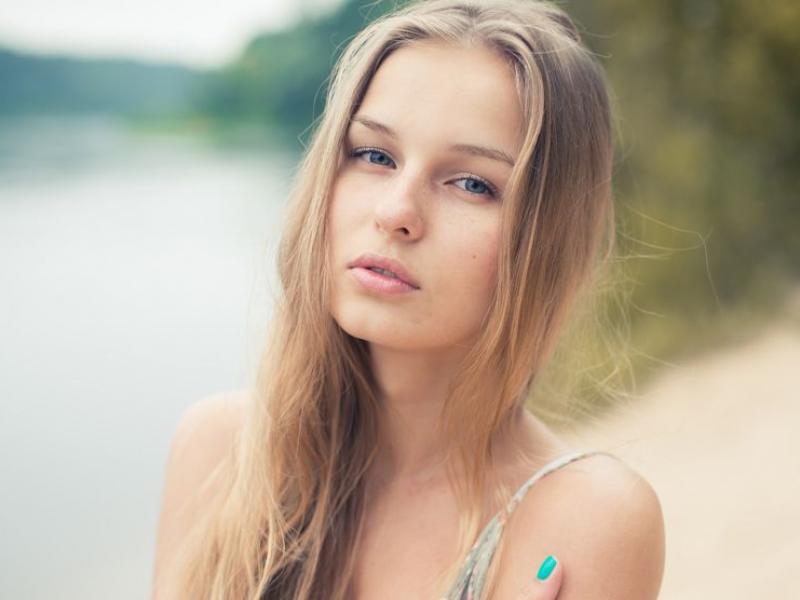 Chroń włosy na wakacjach