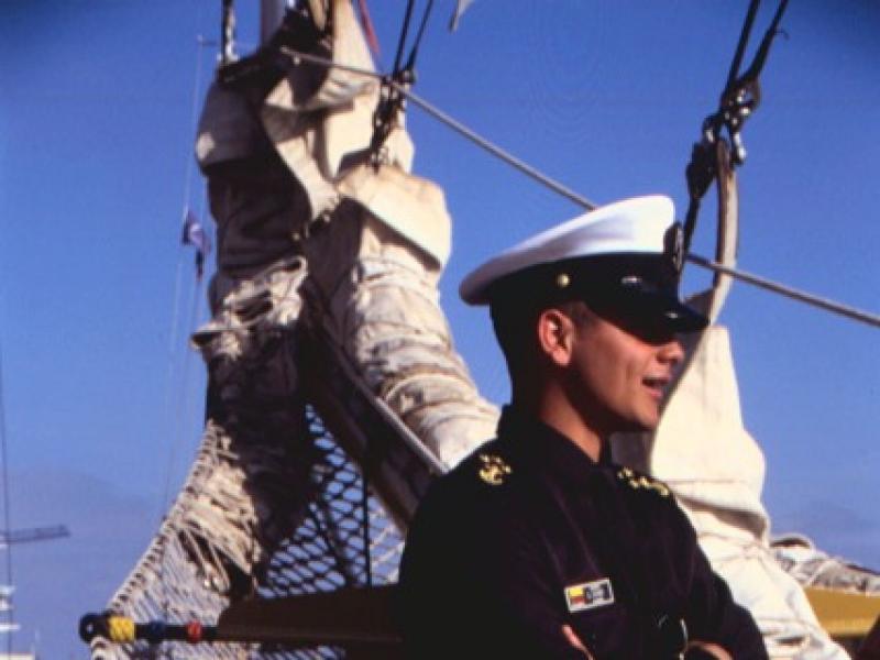 Na jachcie żeglarz powinien być przede wszystkim sprawnym członkiem załogi. Na morzu ma to kluczowe znaczenie dla dobra całego rejsu.
