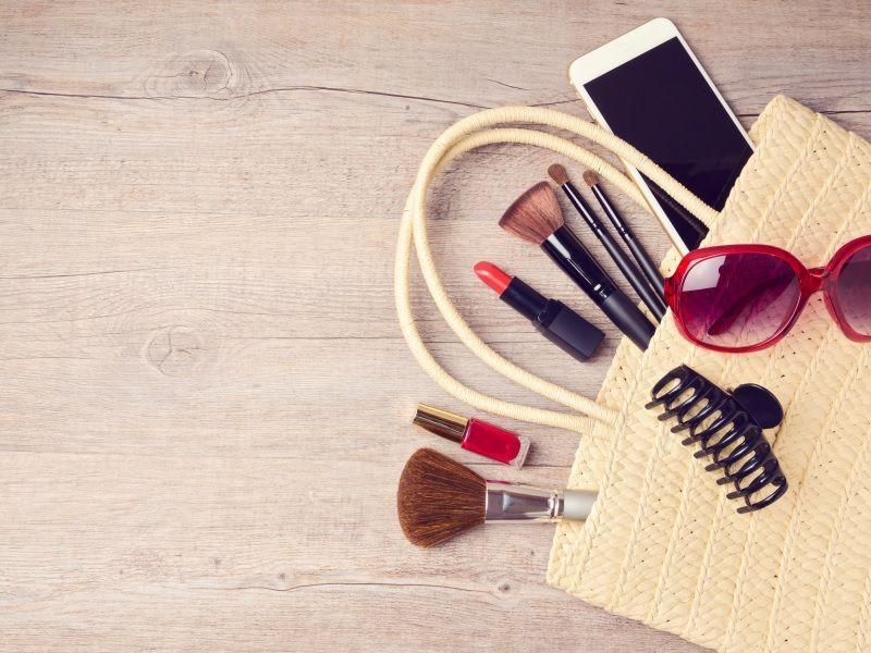 Co powinno się znaleźć w wakacyjnej kosmetyczce?