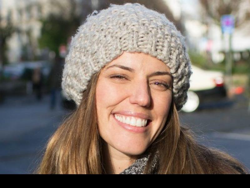 Co zrobić, żeby po zdjęciu czapki włosy wyglądały pięknie?