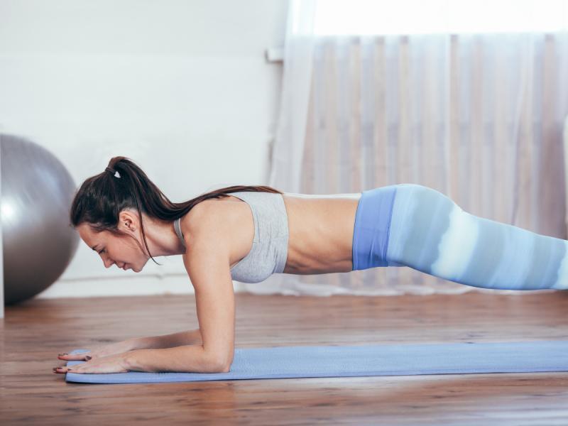 ćwiczenia na ramiona plank
