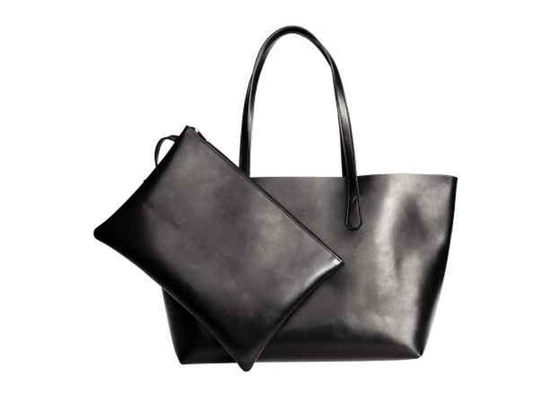 c885ed2672f0e Czarna torebka H&M, ok. 79 zł - Modne torebki na co dzień - Moda  wiosna-lato 2017 - Trendy sezonu - Buty i torebki - Zdjęcie 6 - Polki.pl