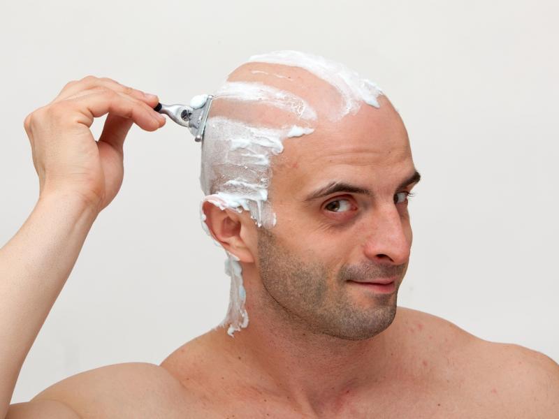 Czy golenie wzmacnia włosy?