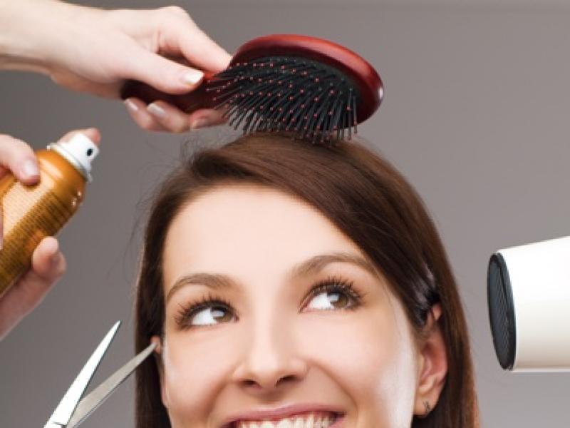 Czy lakiery do włosów niszczą włosy?