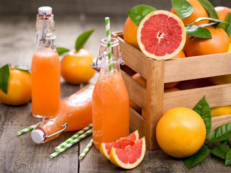 Czy sok grejpfrutowy odchudza? Poznaj jego zalety!