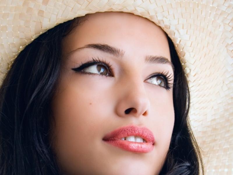 Czy wiesz co zrobić, by makijaż nie spływał w czasie upałów?