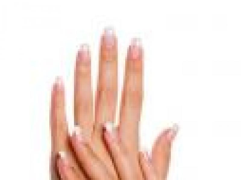 Czy wiesz jak dbać o skórki wokół paznokci?