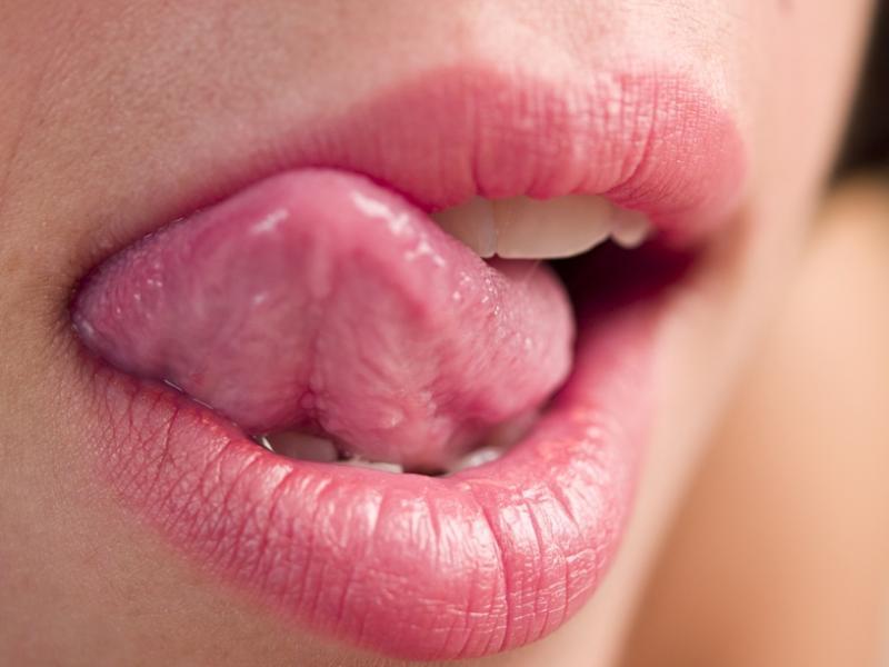 Czy wiesz jak nawilżyć spierzchnięte usta?