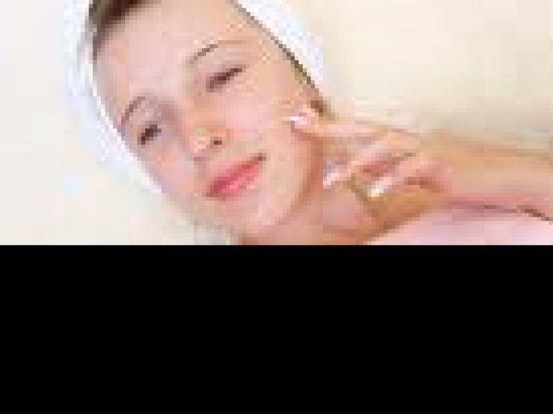 Czy wiesz jak pielęgnować cerę trądzikową?