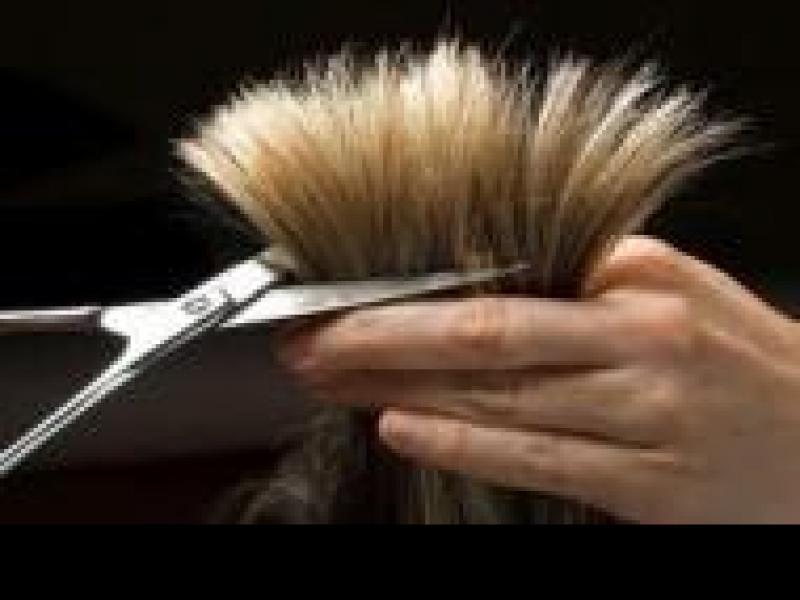 Czy wiesz jak poradzić sobie z rozdwajającymi się końcówkami włosów?
