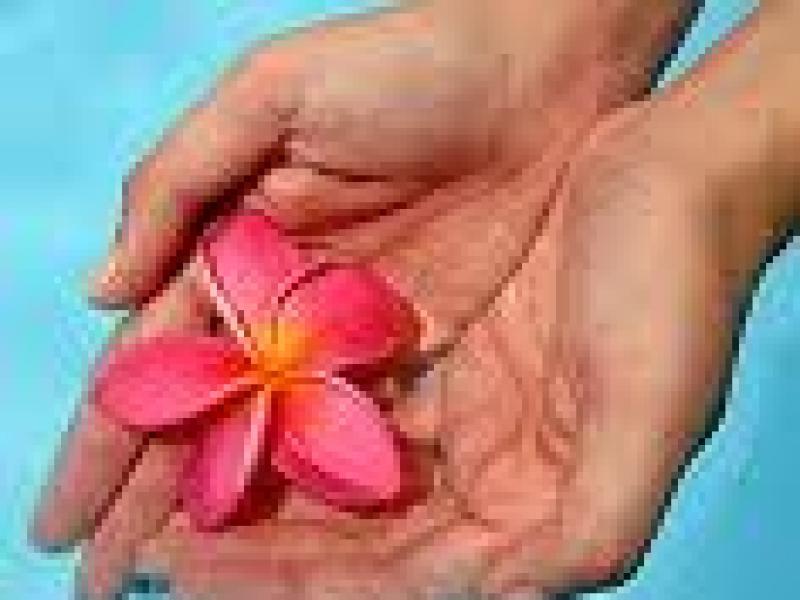 Czy wiesz jak pozbyć się spierzchniętej i chropowatej skóry z dłoni?