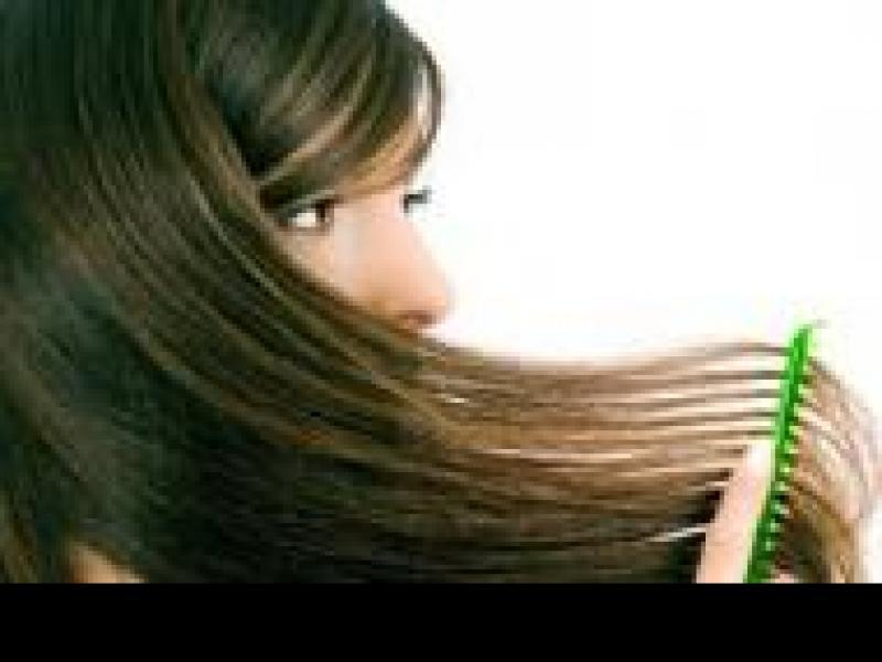 Czy wiesz jak przywrócić tłustym włosom połysk?