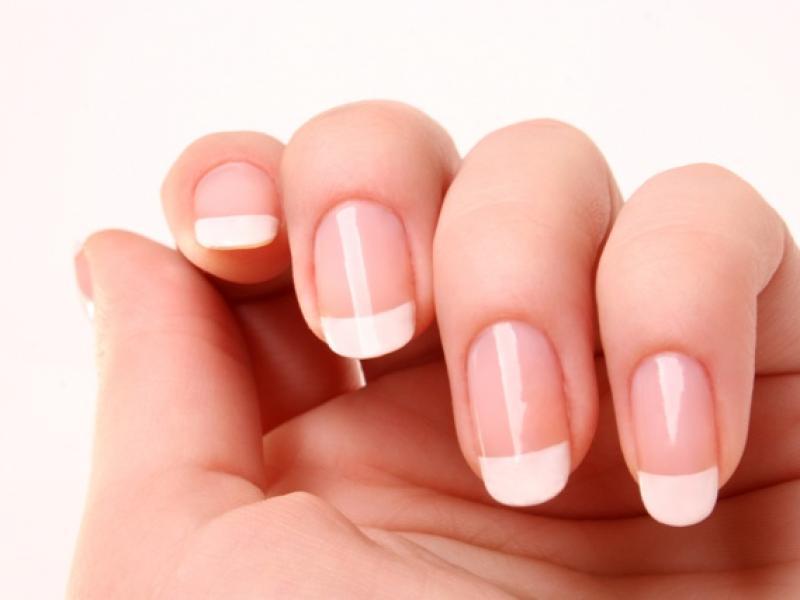 Czy wiesz jak rozjaśnić płytkę paznokcia?