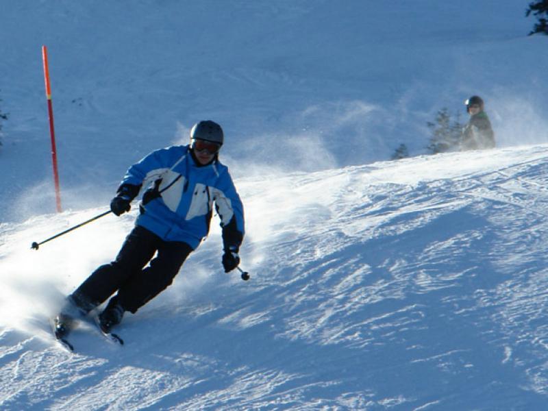 Czy wiesz jak wykonać łuki płużne na nartach?