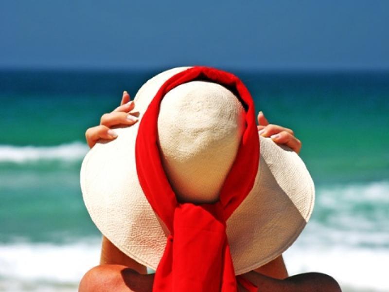 Czy wiesz jak wykonać makijaż na plażę?