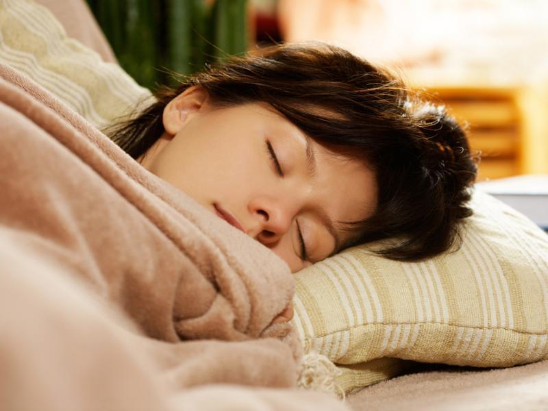 Czy wiesz jak zdrowo spać, aby wyglądać na wypoczętego?