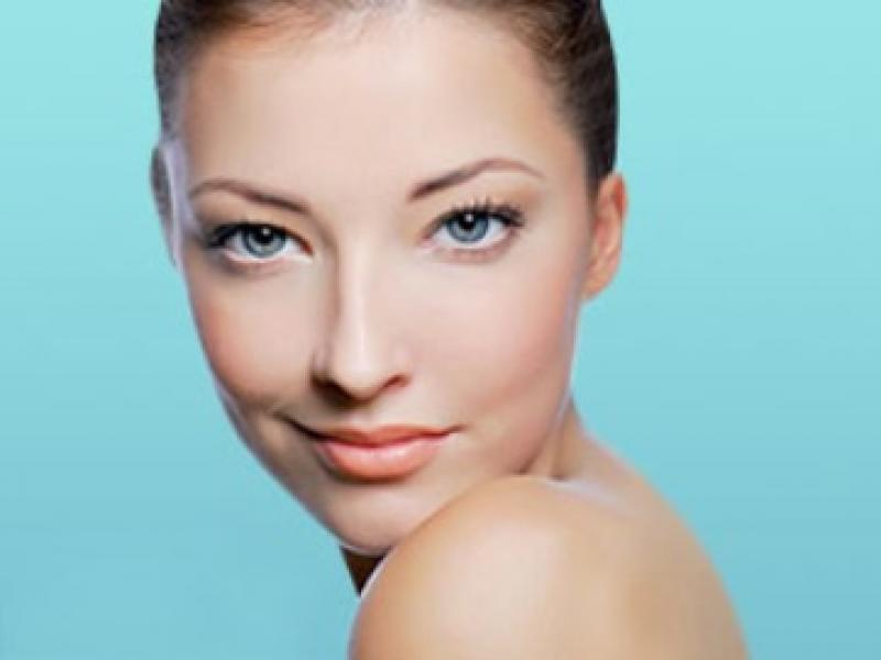 Czy wiesz jak zmyć makijaż bez użycia płynu do demakijażu?