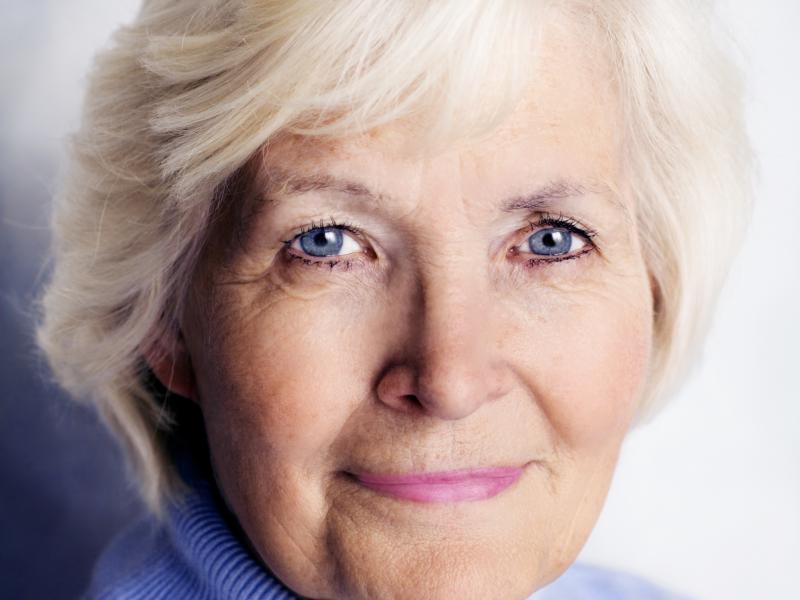 Czy wiesz jak zrobić makijaż dla starszej kobiety?