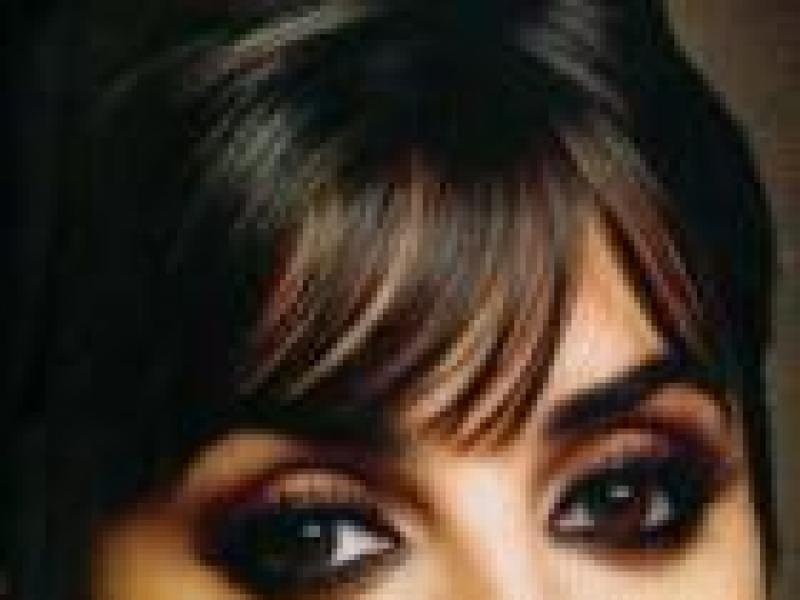 Czy wiesz jak zrobić makijaż na studniówkę dla brunetki?