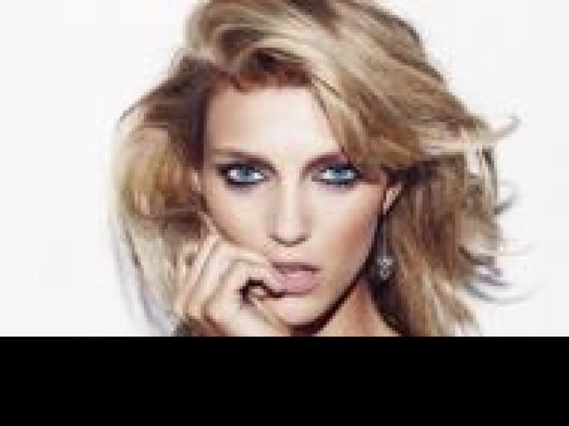 Czy wiesz jak zrobić makijaż studniówkowy dla blondynki?