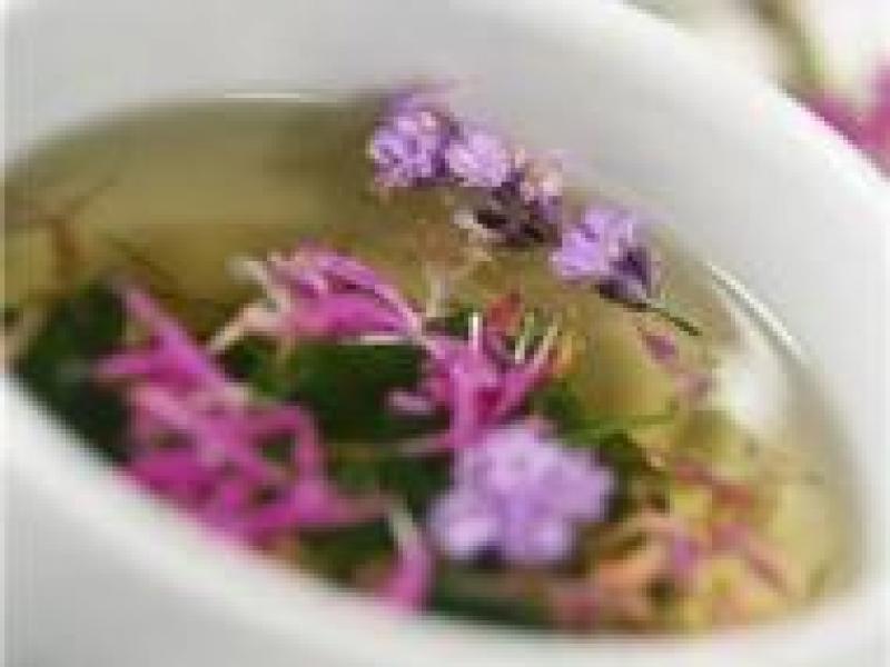 Czy wiesz jak zrobić olejek ziołowy?