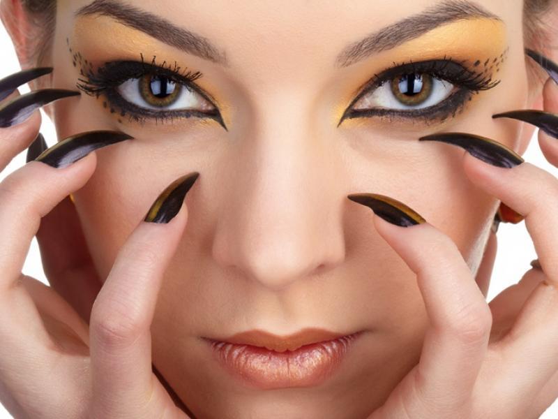 Czy wiesz jak zrobić trwały makijaż na imprezę?