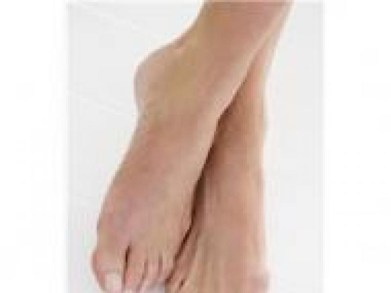 Czy wiesz jak zwalczyć nadnierną potliwość stóp?